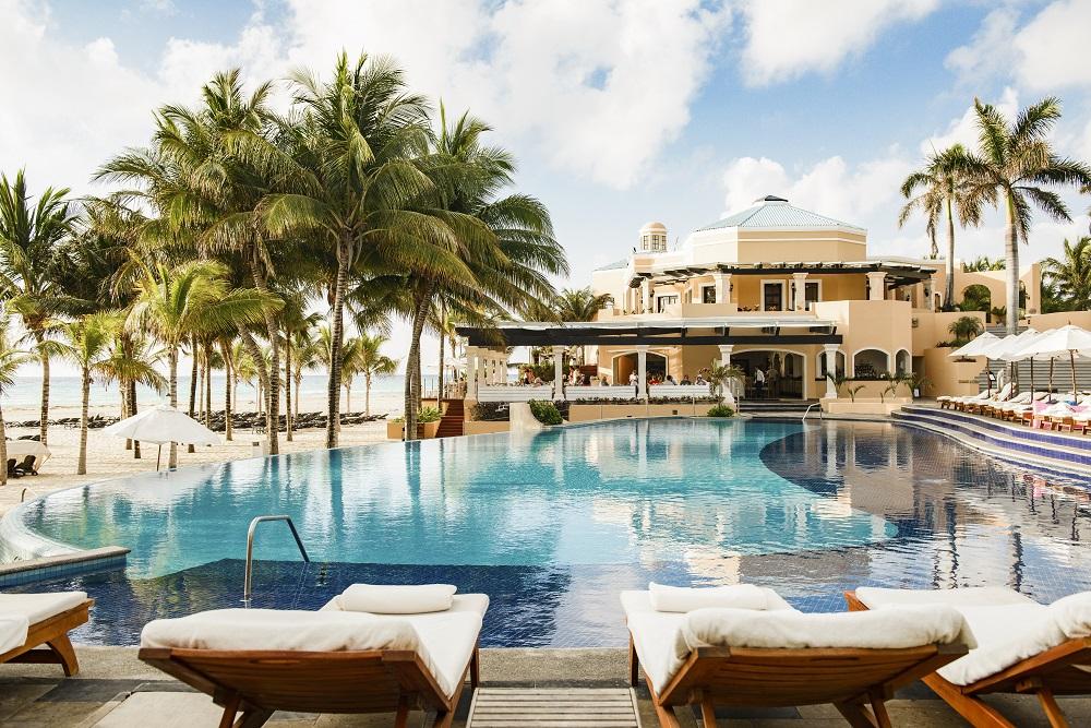 royal-hideaway-playacar-pool-view