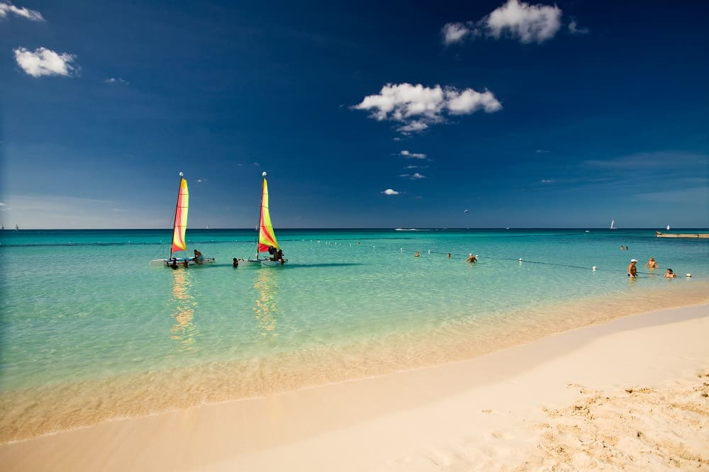 catalonia-gran-dominicus-catamarans-beach