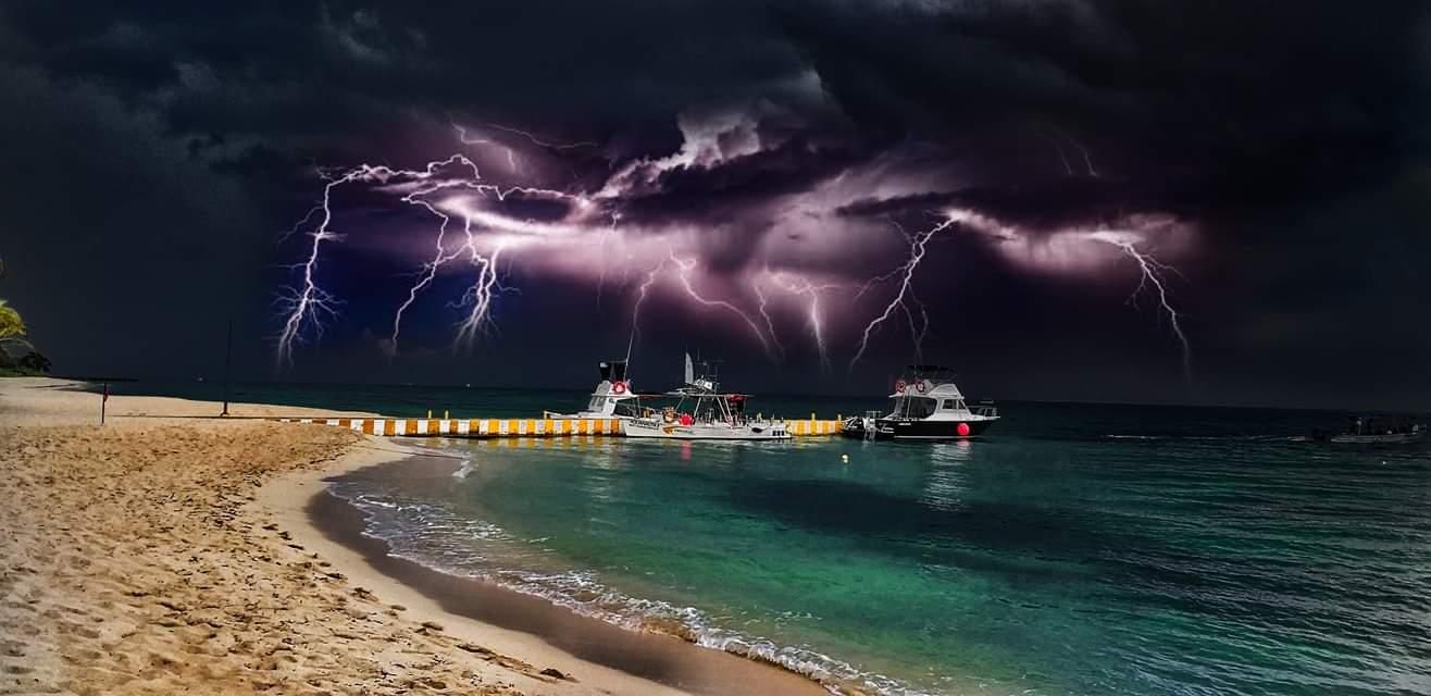 thunderstorm allegro cozumel
